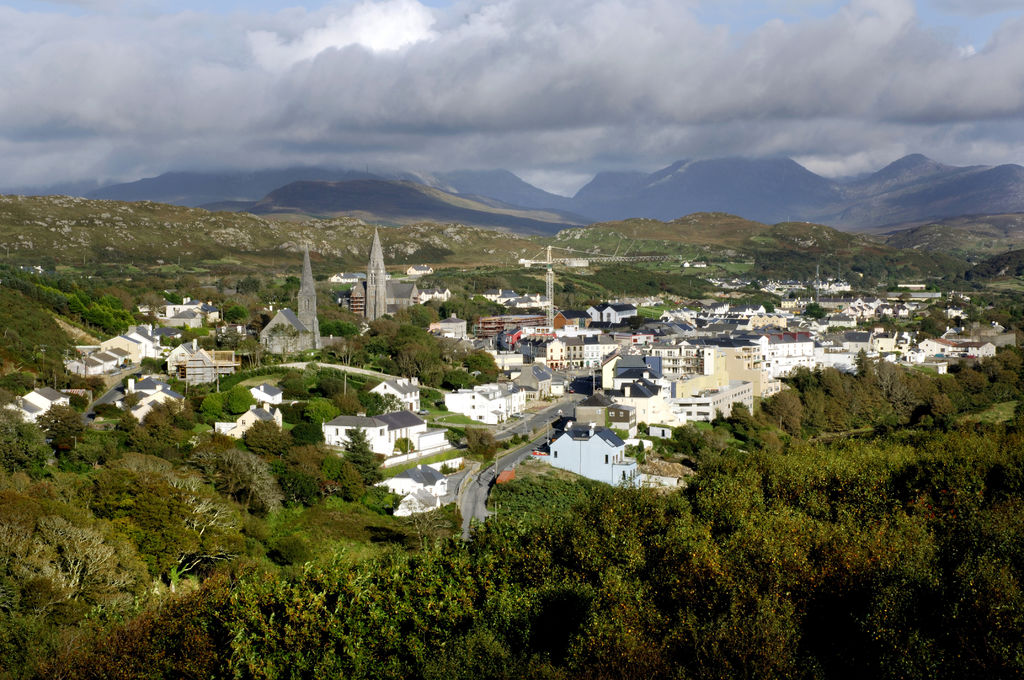 This image has an empty alt attribute; its file name is New-Clifden-Connemara.jpg